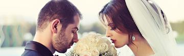 man en vrouw lenen voor huwelijk